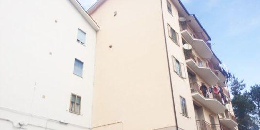 Zona semi-centro via Facchinetti 110 mq con box