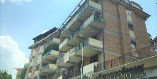 Via P. di Piemonte ampia metratura di 160 mq con terrazzo di 60 mq e cantina