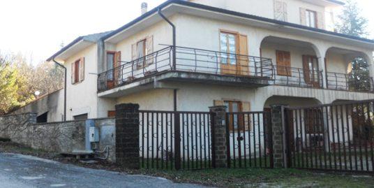 Via Sant'Antonio dei Lazzari Villa di 600 mq c.a. con box e giardino