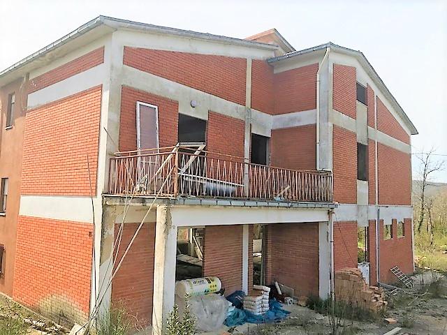 C.da Macchie villa singola da ristrutturare con terreno