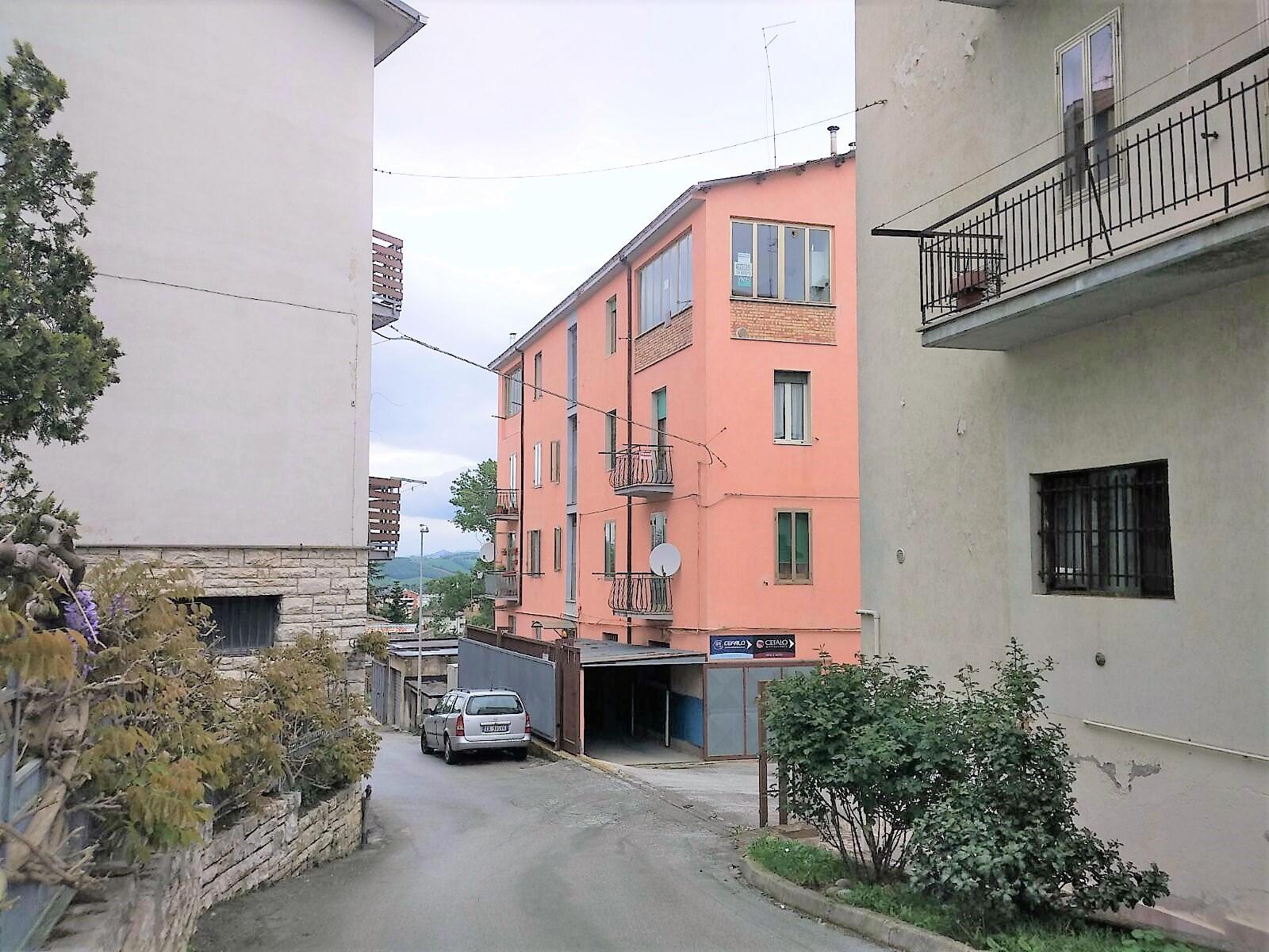 via Duca d'Aosta 130 mq con cantina