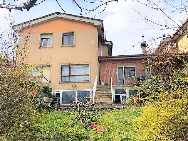 Via Carducci antisismica villa a schiera di 180 mq con giardino e box