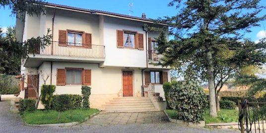 Villa singola di 305 mq giardino e garage di 41 mq